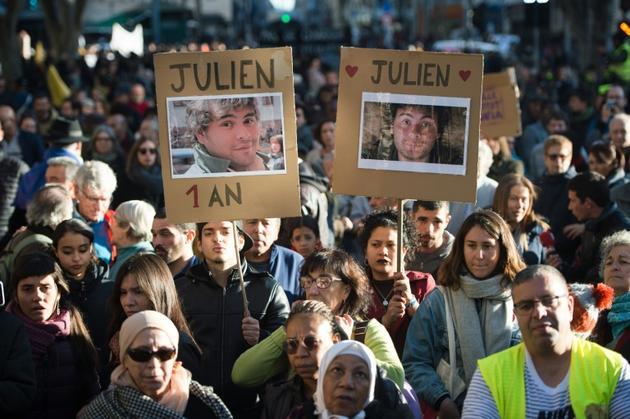 Manifestation à Marseille, le 9 novembre 2019, un an après l'effondrement de deux immeubles insalubres, rue d'Aubagne, ayant fait huit morts [CLEMENT MAHOUDEAU / AFP]
