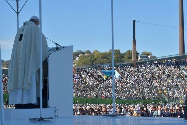 Le pape François célèbre une messe à Nagasaki, au Japon, le 24 novembre 2019 [Handout / VATICAN MEDIA/AFP]