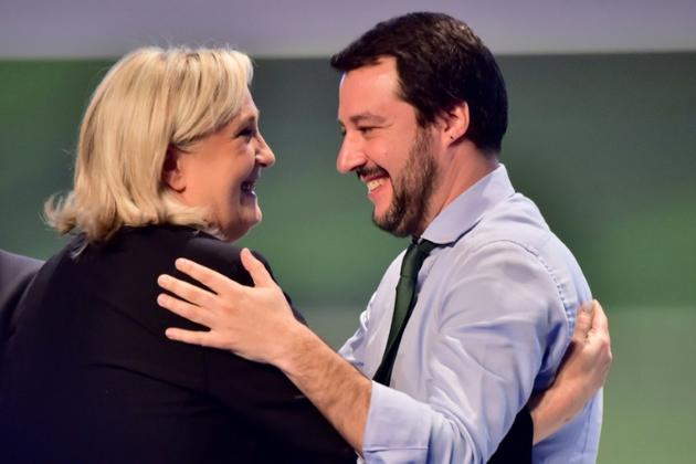 Marine Le Pen et le ministre italien de l'Intérieur, Matteo Salvini (extrême droite)à l'époque secrétaire fédéral de la Ligue du Nord à Milan, le 28 janvier 2016 [GIUSEPPE CACACE / AFP/Archives]