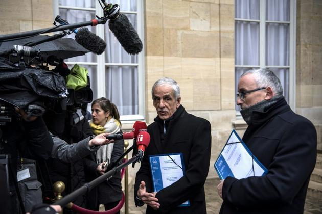 Le président de la CFTC Philippe Louis (c) fait une déclaration à la presse à l'issue de la réunion à Matignon, le 11 janvier 2019 à Paris [Christophe ARCHAMBAULT / AFP]