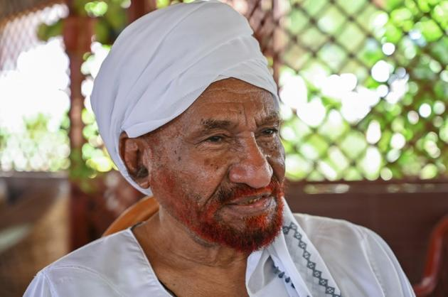 Le leader d'opposition et ancien Premier ministre soudanais Sadek al-Mahdi dans sa résidence à Omdourman, le 1er mai 2019 [OZAN KOSE / AFP]