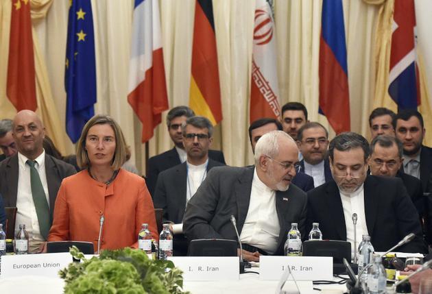 La cheffe de la diplomatie européenne Federica Mogherini et le ministre iranien des Affaires étrangères (c), le 6 juillet 2018 à Vienne [HANS PUNZ / APA/AFP/Archives]