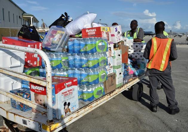 Des palettes d'aide humanitaire sont déchargées à Freeport, sur l'île de Grand Bahama (nord-ouest des Bahamas) le 10 septembre 2019<br />  [Leila MACOR / AFP/Archives]