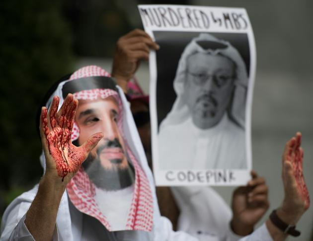 Un manifestant proteste contre la disparition du journaliste saoudien Jamal Khashoggi, à Washington, le 8 octobre 2018. [Jim WATSON / AFP]