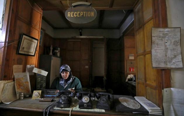 Une employée de l'hôtel Baron à la réception  [LOUAI BESHARA / AFP]
