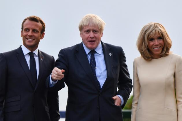 Le président Emmanuel Macron, sa femme Brigitte Macron et le Premier ministre britannique Boris Johnson (c), le 24 août 2019 à Biarritz [Nicholas Kamm / AFP]