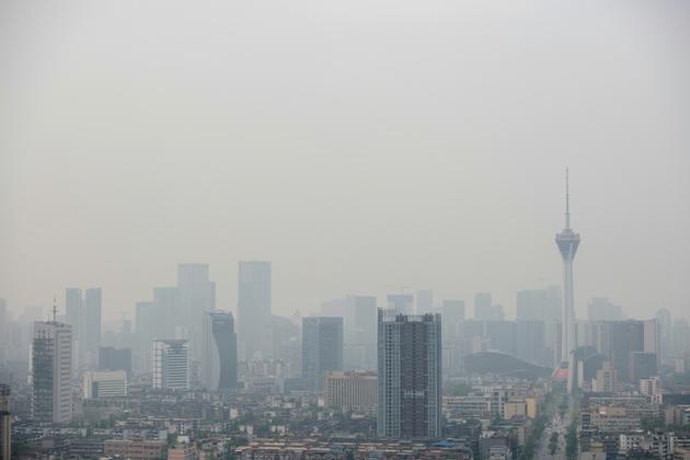 Le monde continue à rejeter dans l'atmosphère beaucoup trop de gaz à effet de serre pour limiter à 2°C l'augmentation moyenne de la température du globe  [FRED DUFOUR / AFP/Archives]