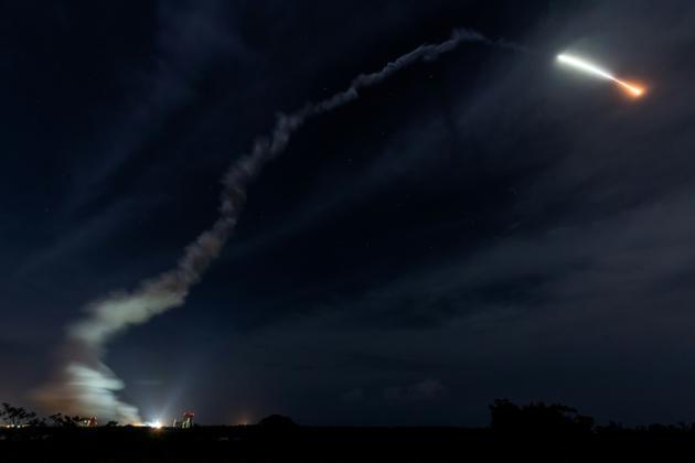 Une fusée Ariane 5 décolle du centre spatial de Kourou en Guyane française, le 19 octobre 2018 [Jody AMIET / AFP]