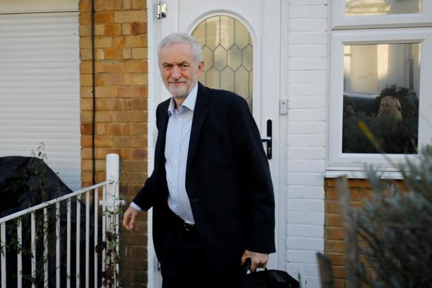 Le leader du Labour Jeremy Corbyn quittant son domicile londonien le 26 février 2019 [Tolga AKMEN / AFP]
