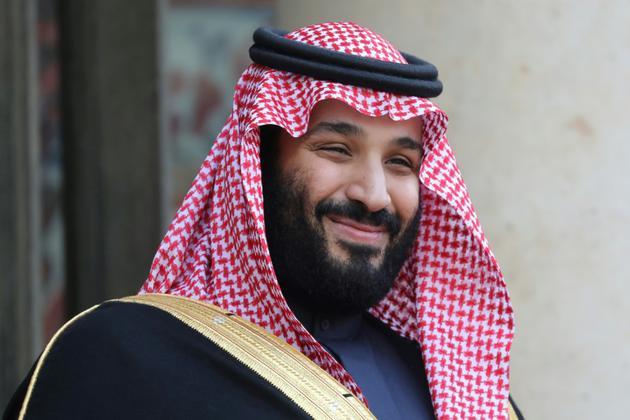 Photo prise le 10 avril 2018 montrant le prince héritier d'Arabie saoudite Mohamed ben Salmane posant à son arrivée au palais présidentiel de l'Elysée, à Paris, pour une rencontre avec le président français Emmanuel Macron [LUDOVIC MARIN / AFP/Archives]