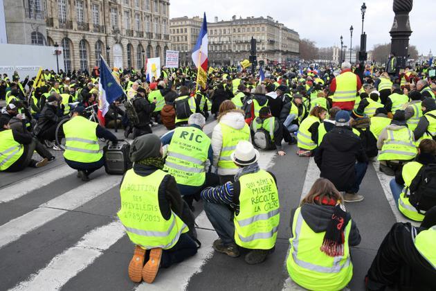 Des manifestants font un sit-in à Bordeaux, le 12 janvier 2019<br /> [MEHDI FEDOUACH / AFP]