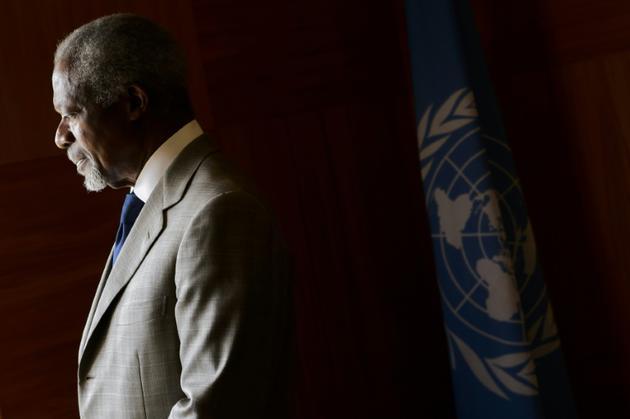 En février 2012, Kofi Annan est choisi par l'ONU et la Ligue arabe pour mener une médiation dans la guerre en Syrie, mais il jette l'éponge cinq mois plus tard [FABRICE COFFRINI / AFP/Archives]