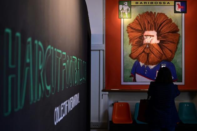 """L'exposition """"Haircut Football Club"""" sur les coiffures de footballeurs vues par des auteurs de BD du monde entier, le 5 avril 2019 à Aix-en-Provence  [Christophe SIMON / AFP]"""