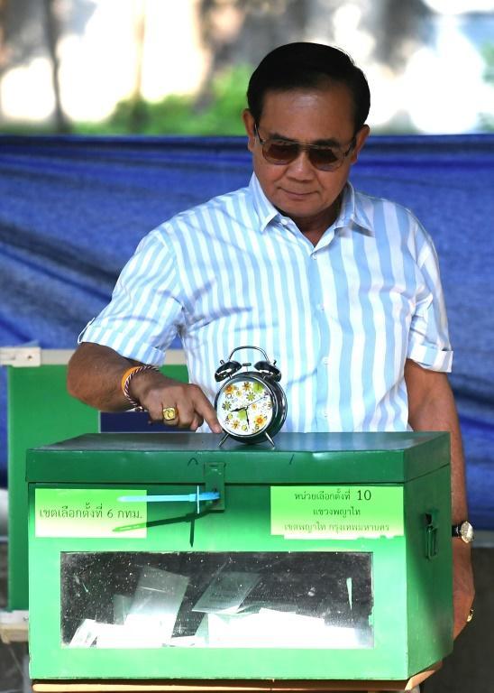 Le chef de la junte thaïlandaise, Prayut Chan-O-Cha, vote à Bangkok le 24 mars 2019 [Lillian SUWANRUMPHA / AFP]