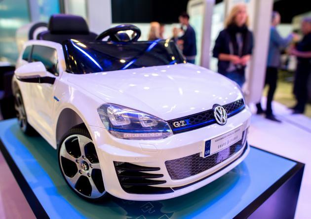 Un modèle de Golf hybride présenté par Volkswagen au salon Cebit du numérique à Hanovre, le 11 juin 2018 [Hauke-Christian Dittrich / dpa/AFP/Archives]