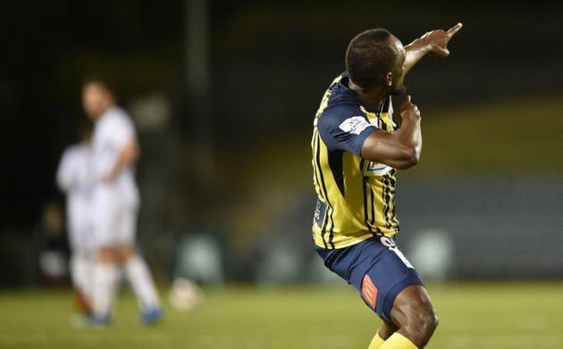 Usain Bolt célèbre l'un de ses deux buts avec les Central Coast Mariners contre South West United, le 12 octobre 2018 à Sydney [PETER PARKS / AFP]