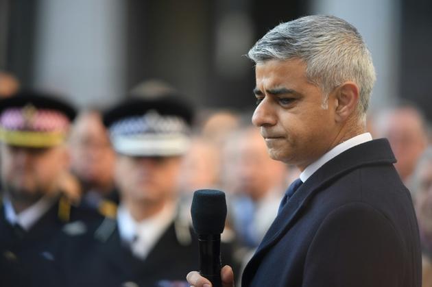 Le maire de Londres Sadiq Khan rend hommage aux victimes de l'attentat de London Bridge, le 2 décembre 2019 [DANIEL LEAL-OLIVAS / AFP]