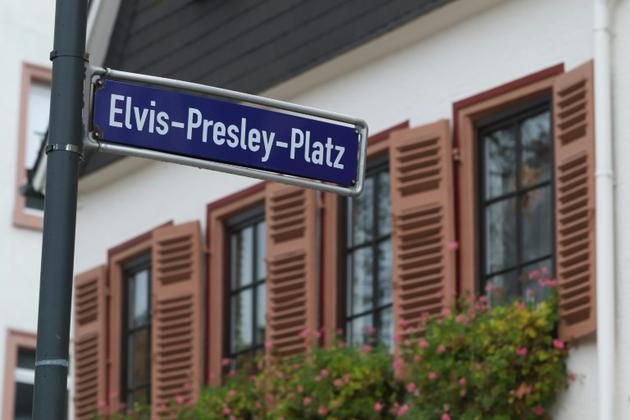 Elvis Presley a également une place à son nom dans la ville de Friedberg en Allemagne [Yann Schreiber / AFP]
