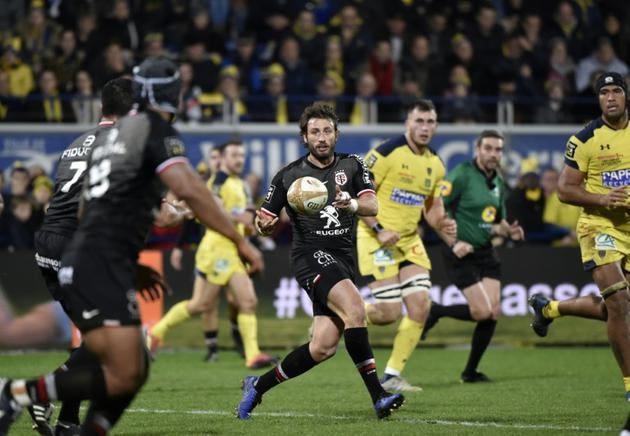 Le joueur de Toulouse Maxime Médard (c) lors du match nul 20-20 face à Clermont en 12e journée de Top 14 le 23 décembre 2018 [THIERRY ZOCCOLAN / AFP]