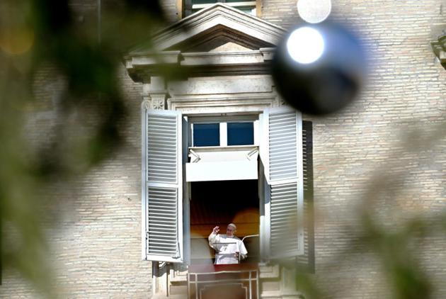Le pape François s'adresse à la foule le 6 janvier 2019 au Vatican [Vincenzo PINTO / AFP]