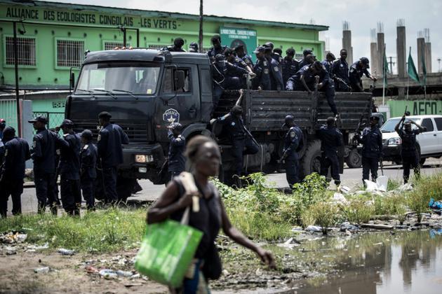 La police se met en place face à une manifestation organisée par les partisans du candidat Fayulu qui contestent les résultats de l'élection présidentielle, le 11 janvier 2019 à Kinshasa [John WESSELS / AFP]