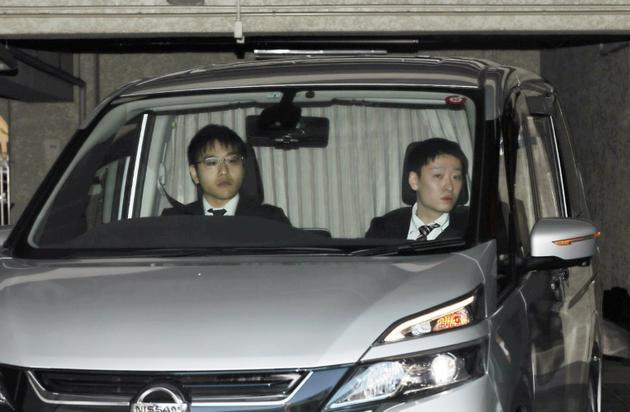 Le véhicule transportant Carlos Ghosn quitte sa résidence à Tokyo, le 4 avril 2019 [JIJI PRESS / JIJI PRESS/AFP]