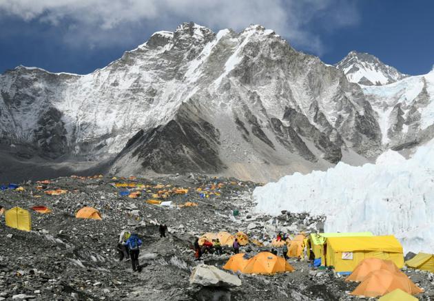 Des tentes au camp de base de l'Everest, le 23 avril 2018 au Népal [PRAKASH MATHEMA / AFP]
