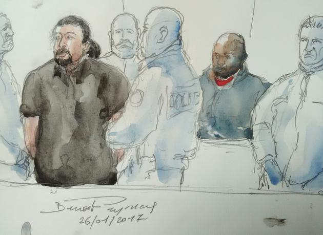 Croquis d'audience montrant Jawad Bendaoud (g) et Mohamed Soumah (d), jugés en janvier 2017 à Bobigny pour trafic de stupéfiants [Benoit PEYRUCQ / AFP/Archives]