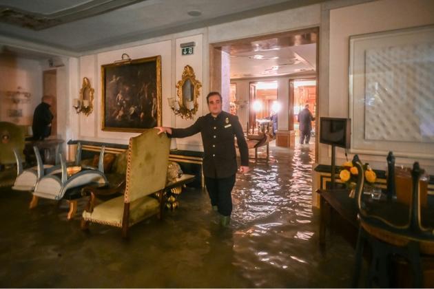 Un salon du Gritti Palace, un des hôtels de luxe de Venise, le 12 novembre 2019<br />  [Marco BERTORELLO / AFP]