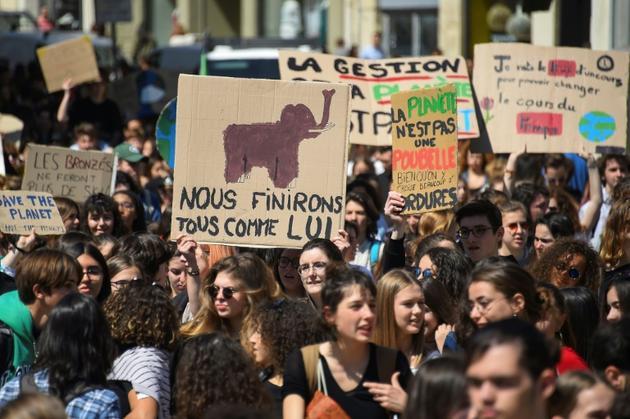 Des jeunes participent à une marche pour le climat, le 12 avril 2019 à Montpellier [SYLVAIN THOMAS / AFP/Archives]