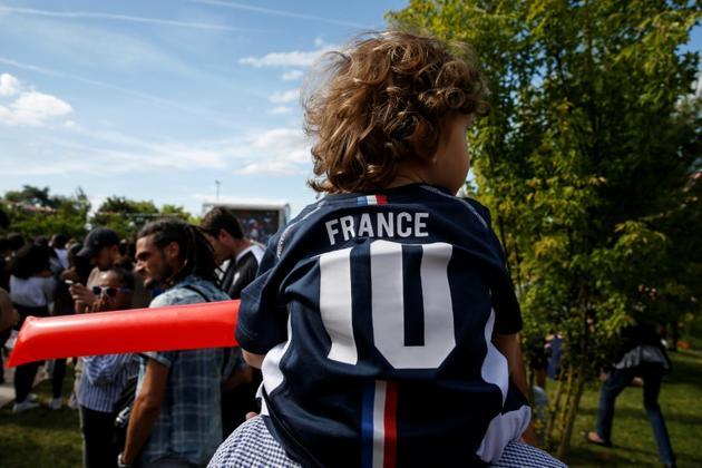 Un enfant portant un maillot de l'équipe de France de football lors de la coupe du Monde à Noisy-le-Grand le 21 juin 2018 [GEOFFROY VAN DER HASSELT / AFP/Archives]