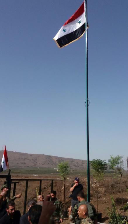 Photo fournie par l'agence officielle syrienne Sana montrant le drapeau syrien hissé au passage de Qouneitra sur le Golan entre la partie occupée par Israël et celel non occupée, le 15 octobre 2018 [- / SANA/AFP]