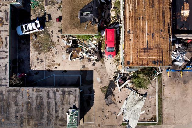 Vue aérienne d'un motel endommagé par l'ouragan Michael, le 11 octobre 2018 à Panama City (Floride). [Brendan Smialowski / AFP]