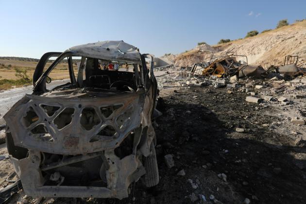 Photo prise le 8 septembre 2018 montrant la carcasse d'un véhicule après une frappe aérienne dans la ville de Hass, dans la sud de la province d'Idleb, dans le nord-ouest de la Syrie<br />  [OMAR HAJ KADOUR / AFP]