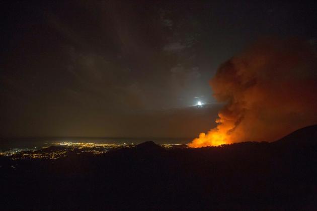 Les hauteurs du Valleseco en proie aux flammes sur l'île espagnole de Grande Canarie, le 17 août 2019 [DESIREE MARTIN / AFP]