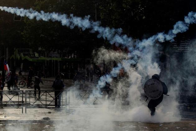 Affrontements entre policiers et manifestants à Santiago du Chili, le 4 novembre 2019 [CLAUDIO REYES / AFP]