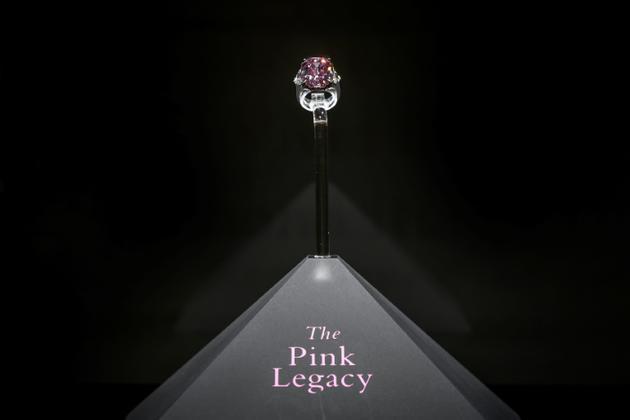 Le Pink Legacy, un diamant rose de 18.96 carats, le 8 novembre 2018<br />  [Fabrice COFFRINI / AFP/Archives]
