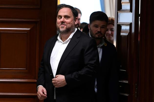 L'ancien vice-président catalan Oriol Junqueras (g) au Parlement de Madrid, le 20 mai 2019 [PIERRE-PHILIPPE MARCOU / AFP/Archives]