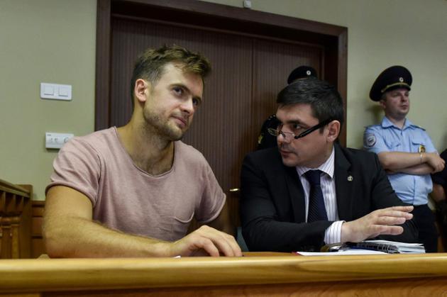 Piotr Verzilov du groupe contestataire russe Pussy Riot lors d'une audience judiciaire, à Moscou le 23 juillet 2018, après 15 jours de détention suite à une intrusion sur le terrain durant la finale de la Coupe du Monde de football [Vasily MAXIMOV  / AFP/Archives]