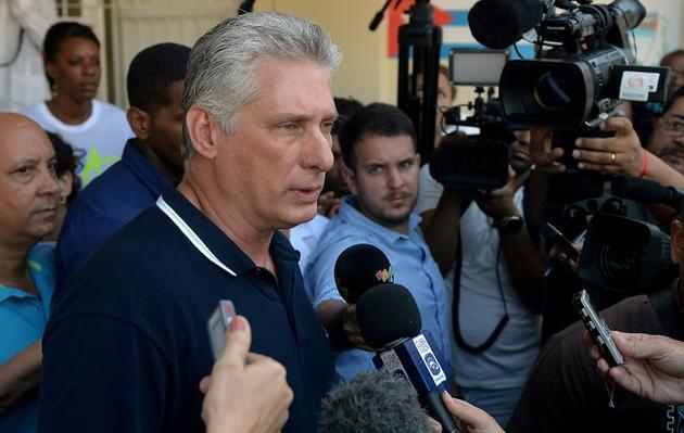 Le président cubain Miguel Diaz Canel parle avec la presse après avoir voté au referendum sur la nouvelle Constitution le 24 février 2019 à La Havane [YAMIL LAGE / AFP]