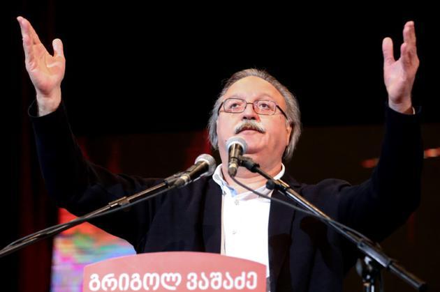 Grigol Vachadzé, candidat de l'opposition s'adresse à ses partisans à Tbilissi, le 29 novembre 2018 [Vladimir VALISHVILI / AFP]
