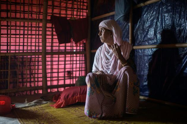 """Majuna Begum, """"diama"""", sage-femme au camp de réfugiés de Jamtoli près de Cox's Bazar, le 12 août 2018. [Ed JONES / AFP]"""