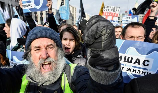 """Des manifestants russes réclament """"la liberté sur Internet"""", à Moscou le 10 mars 2019  [Alexander NEMENOV / AFP]"""