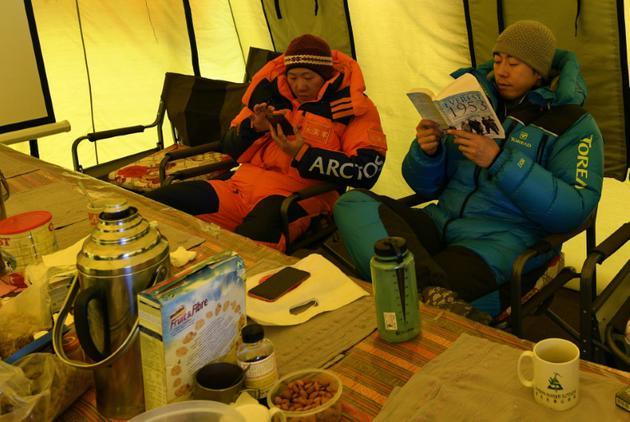 Des alpinistes chinois au camp de base de l'Everest, le 23 avril 2018 au Népal [PRAKASH MATHEMA / AFP]