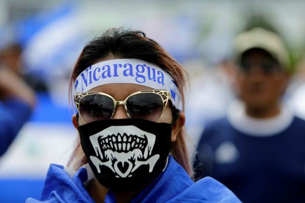 Une femme masquée manifeste dans les rues de Managua contre le président du Nicaragua, Daniel Ortega, le 31 juillet 2018 [INTI OCON / AFP]