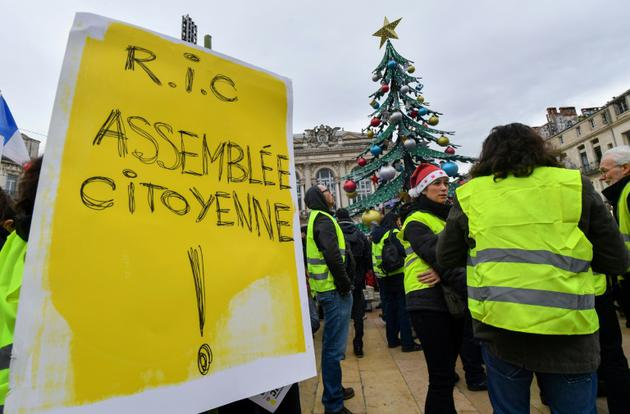 Un manifestant appelle à un RIC (référendum d'initiative citoyenne), à Montpellier, le 15 décembre 2018 [PASCAL GUYOT / AFP]