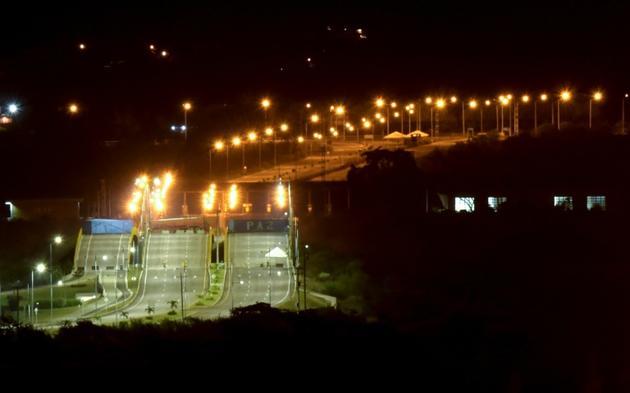 Photo prise le 14 février 2019 qui montre une vue générale du pont Tienditas à la frontière avec le Venezuela, à  Cucuta en Colombie. [Raul Arboleda / AFP/Archives]