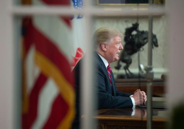 """Donald Trump a réclamé 5,7 milliards de dollars pour une """"barrière en acier"""" à la frontière avec le Mexique [SAUL LOEB / AFP]"""