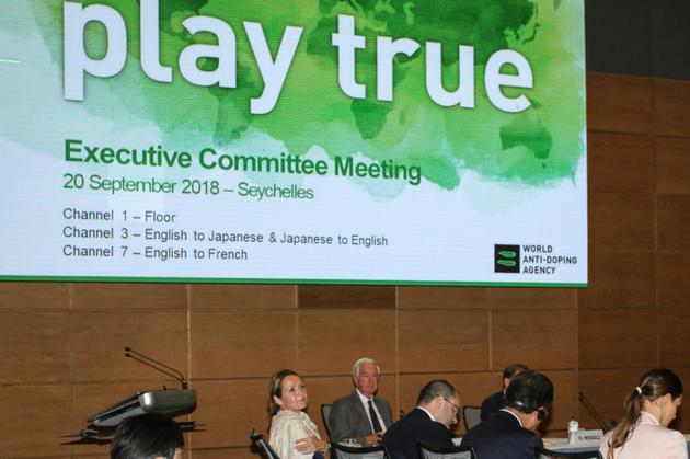 Les membres du comité exécutif de l'Agence mondiale antidopage (AMA) en réunion le 20 septembre 2018, à Victoria, aux Seychelles [Rassin VANNIER / AFP]