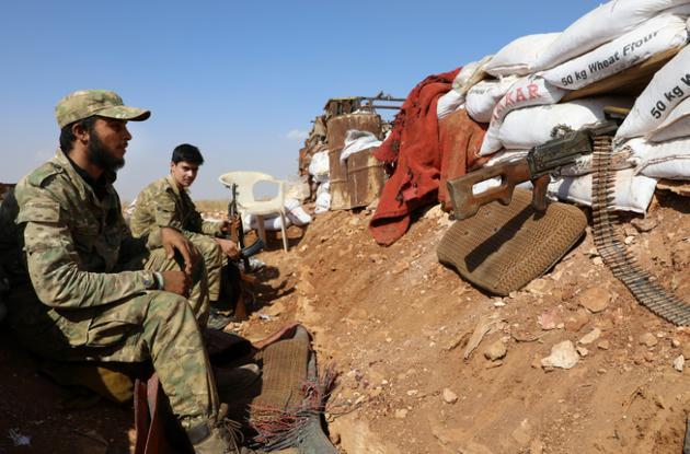 Des combattants du Front national de Libération au sud de la province d'Alep en Syrie, le 14 octobre 2018 [OMAR HAJ KADOUR / AFP]